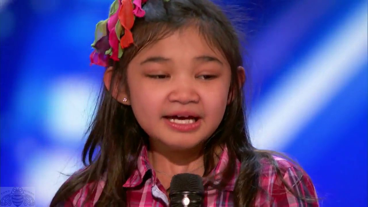 9 year old girl surprises singing Rise up in America's Got Talent.